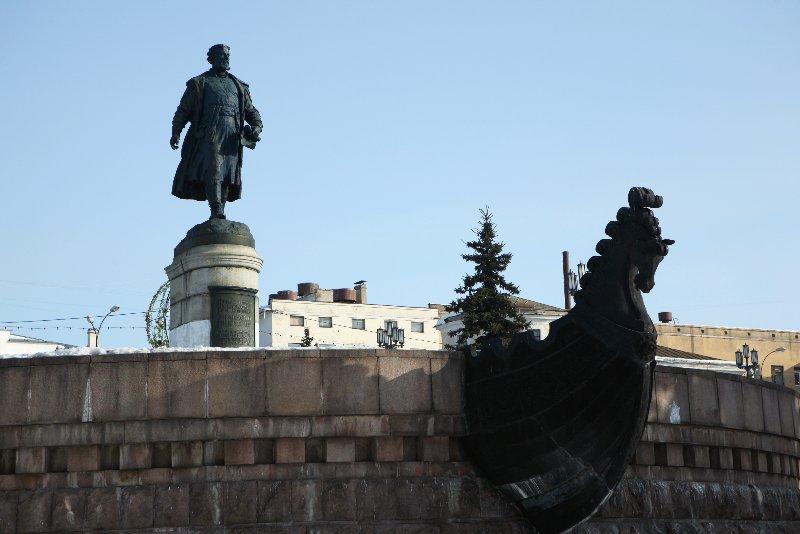 Памятник афанасию никитину в твери фото памятники в тюмени цены установка
